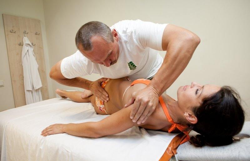 Йога лечение межпозвоночных грыж протрузий остеохондрозов сколиозов